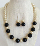 Other Necklace and earrings of Black and off-white mayorka
