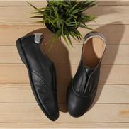 Darkwood جلد أصلي مع تلميح من الفضة حذاء نسائي - أسود